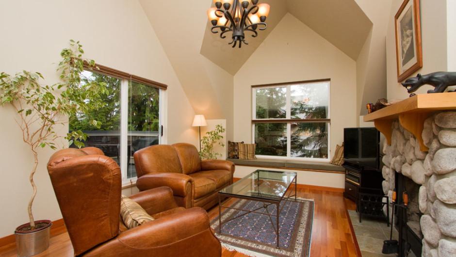 205-2222-Castle-Drive-Livingroom-1