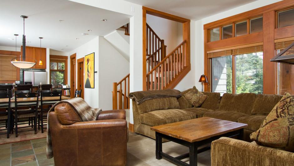 26-2324-Taluswood-Place-Livingroom-01