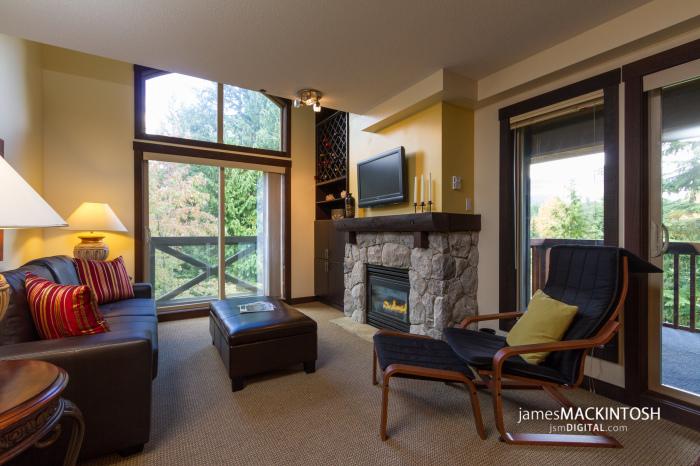 305-Lost-Lake-Lodge-Living-Room